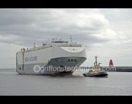 Hoegh America under Tow