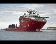 Skandi Acery  enters Tyne